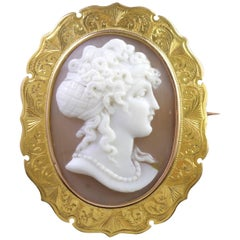 Antique Victorian 15 Carat Gold Cameo Brooch, circa 1880