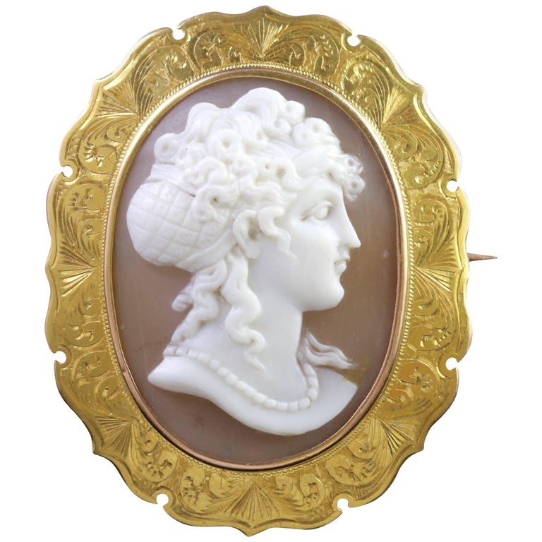 Antique Victorian 15 Carat Gold Cameo Brooch, circa 1880