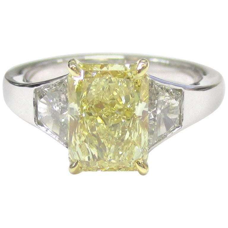 Canary Diamond 2.12 Carat FLY+ SI1 Three-Stone Engagement Ring