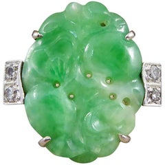 Art Deco Jade Ring with Diamond Shoulders in Platinum, 18 Carat White Gold