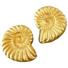 Ehinger-Schwarz A Pair of Modernist Gold Ammonite Shell Clip-on Earrings