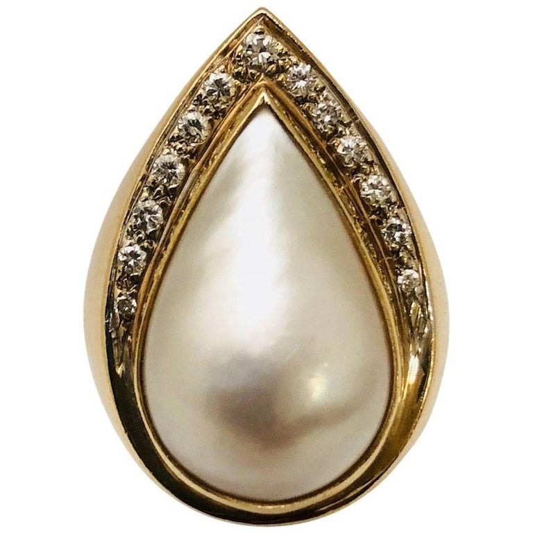 14 Karat Marvelous Mother-of-Pearl and Diamond Ring