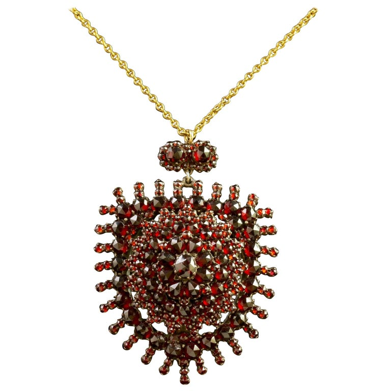 Antique Victorian Garnet Pendant Locket and Gold Chain, circa 1890 For Sale
