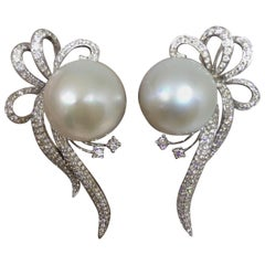 Stunning 18 Karat Gold 3.56 Carat Diamond Cultured Pearl Earrings