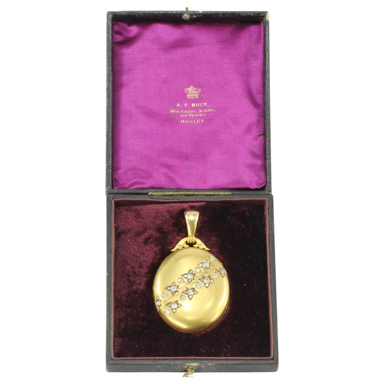 Rare Late Victorian 18K Yellow Gold Diamond Ivy Locket