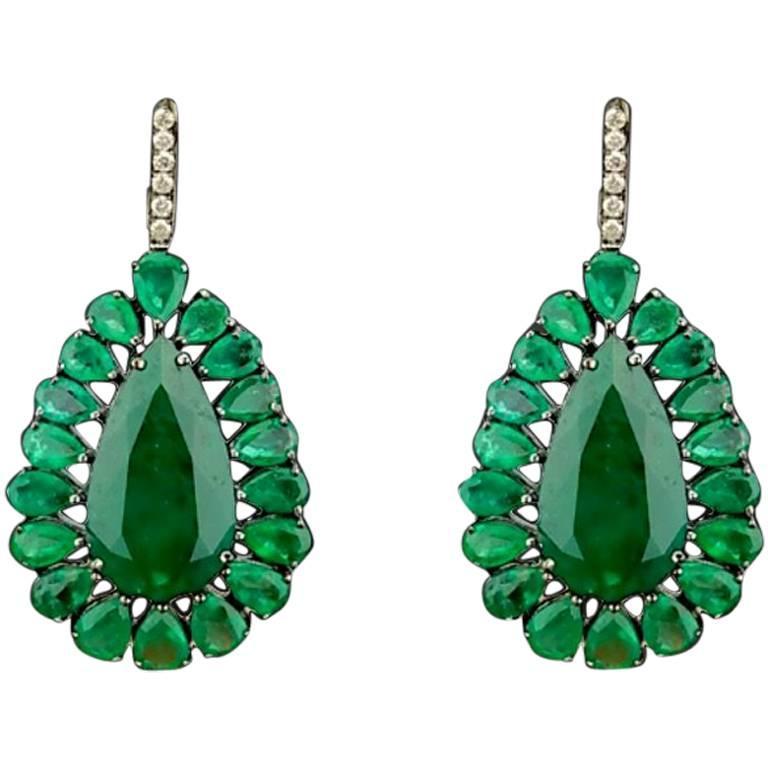 Pear Shape Emerald and Diamond Dangle Gold Earring