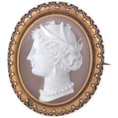 Agate Cameo Brooch Depicting Classical Women Profile Mounted in Gold