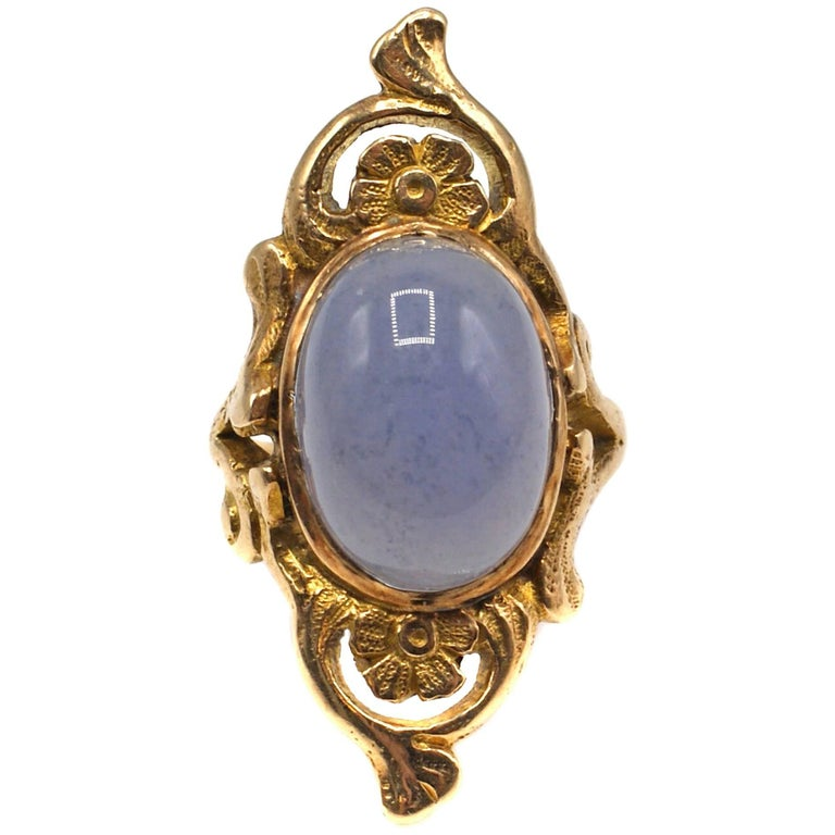 Art Nouveau Chalcedony and Gold Floral Ring