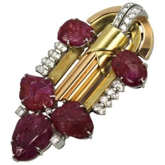 Art Deco 20.00 Carat Carved Ruby Diamond 18K Gold and Platinum Brooch