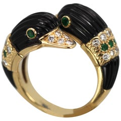 Van Cleef & Arpels Double Swan Ring 18 Karat Gold Onyx Diamonds Emeralds