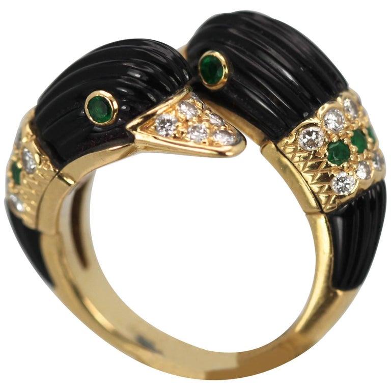 Van Cleef & Arpels Double Swan Ring 18 Karat Gold Onyx Diamonds Emeralds