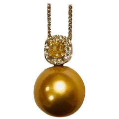 Golden South Sea Pendant with Yellow and White Diamonds