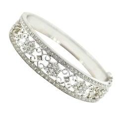 Ladies 18 Karat White Gold 4.20 Carat Round Diamond Bangle Bracelet