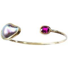 Sea of Cortez Mabe Pearl and Rhodolite Garnet 18 Karat Gold Bracelet Cuff