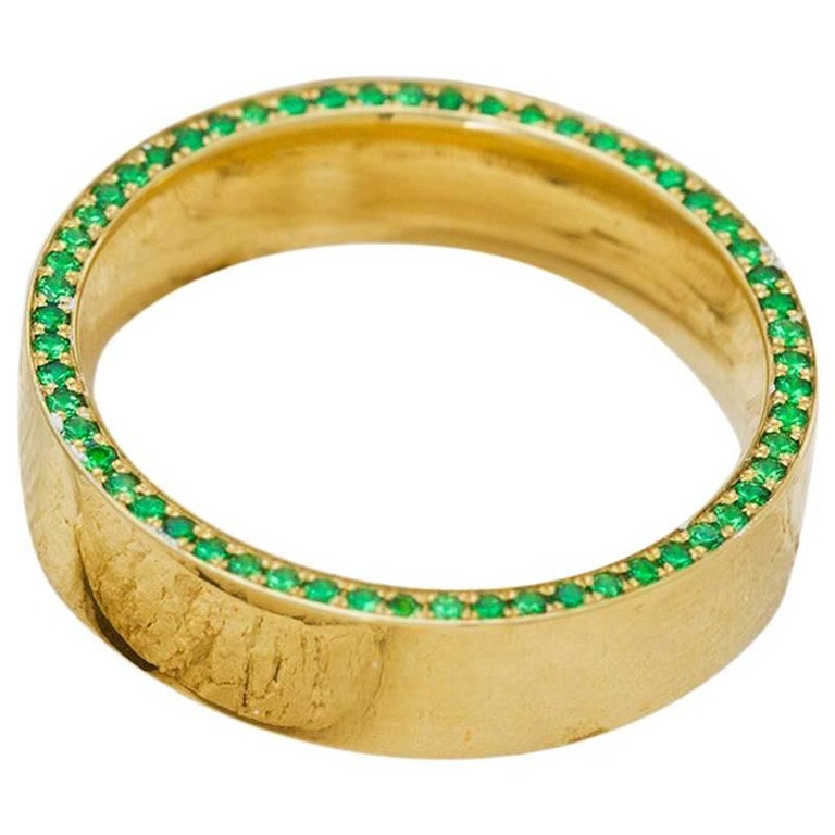Tsavorite and Diamond Micropavé 18 Karat Gold Ring For Sale