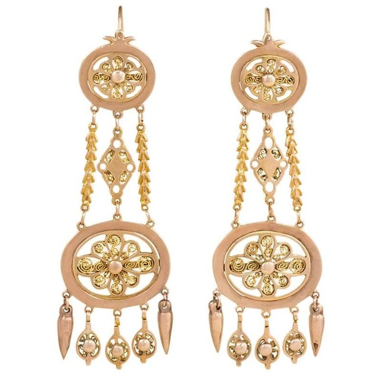 Early 19th Century Gold Chandelier Earrings with Filigree For Sale
