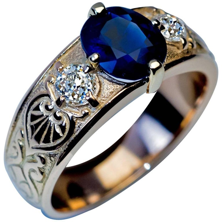 Antique Three-Stone Sapphire Diamond Gold Unisex Ring For Sale