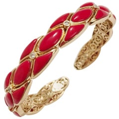 Yellow Gold Cuff Bracelet with Coral Resin and Diamonds