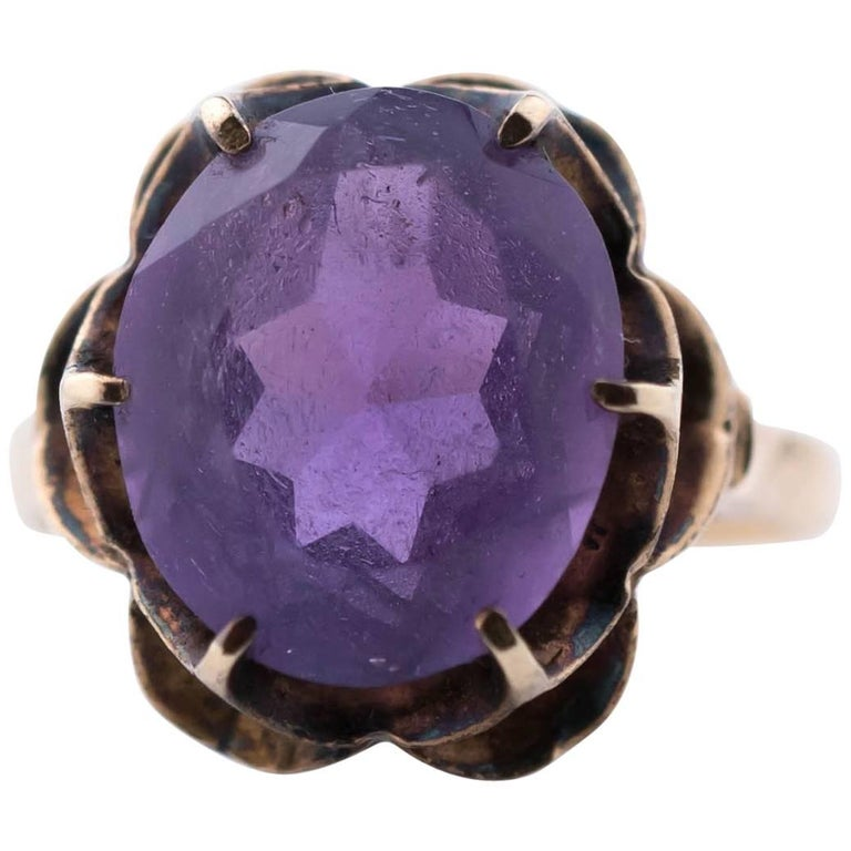 1930s Amethyst and 14 Karat Yellow Gold Ring