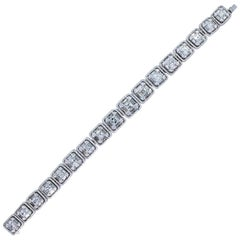 18.90 Carat White Diamond Emerald Cut and Diamond Baguette Bracelet