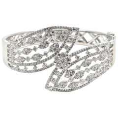 Diamond 18 Karat White Gold Bangle Bracelet
