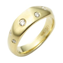 18 Karat Gold Diana Band Ring with 0.28 Carat Diamonds