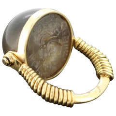 Antique 22 Karat Yellow Gold Seal Ring with Agate of the Sasanian Empire 224-651