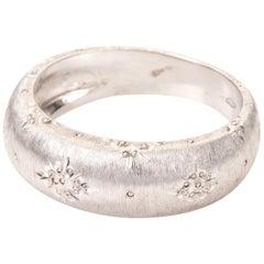 18 Karat White Gold Engraved Band Ring