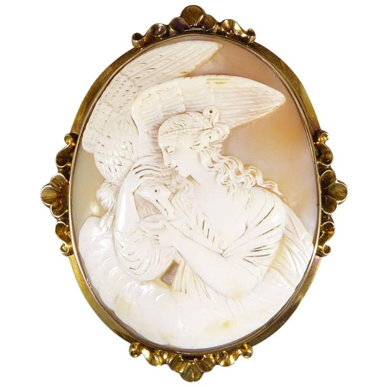 Antique Victorian Carved Shell Cameo Brooch in 15 Carat Gold