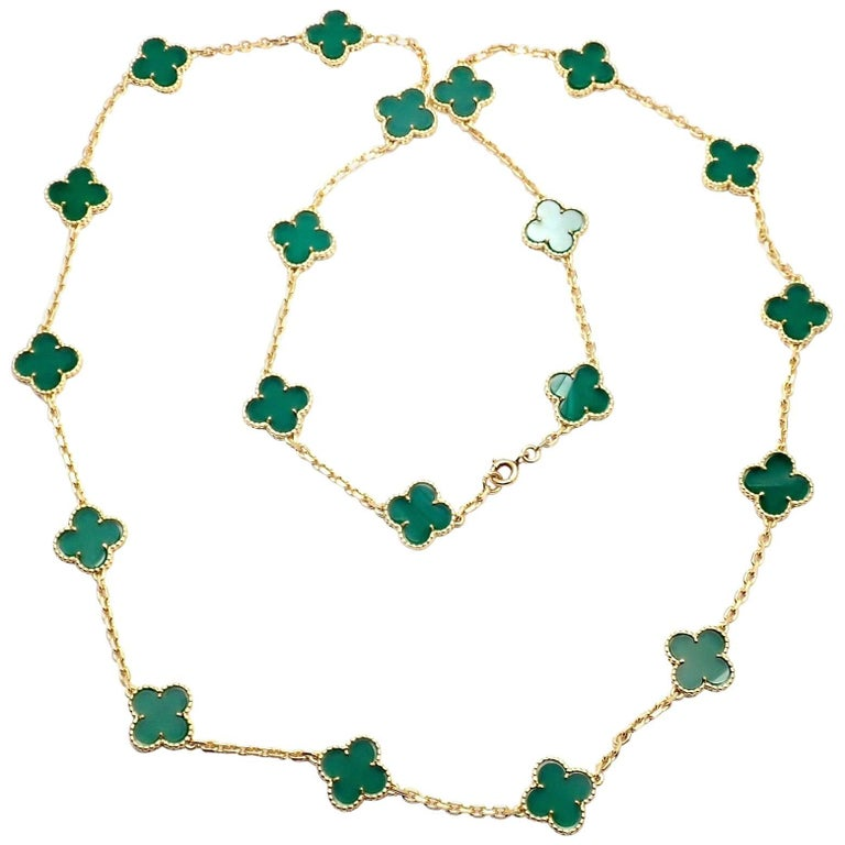 Van Cleef & Arpels 20 Chrysoprase Green Chalcedony Alhambra Yellow Gold Necklace For Sale