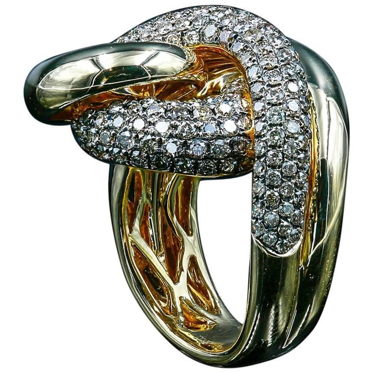 18 Karat Gold Diamond Cocktail Ring with 2.02 Carat of Round Champagne Diamonds For Sale