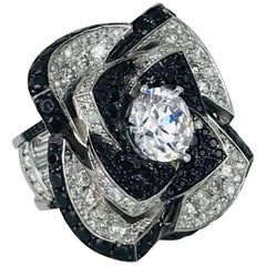 Diamond and Black Spinel Flower Ring with 7.75 Carat Diamonds, Modern Cocktail