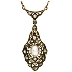 14 karat Yellow Gold Diamonds Pendant Necklace