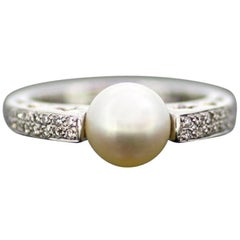 Wempe, 18 Karat White Gold Ladies Ring with Diamonds and Freshwater Pearl