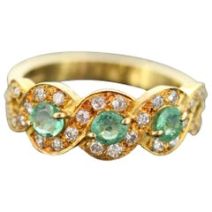 18 Karat Yellow Gold Ladies Ring with Emerald and Diamonds