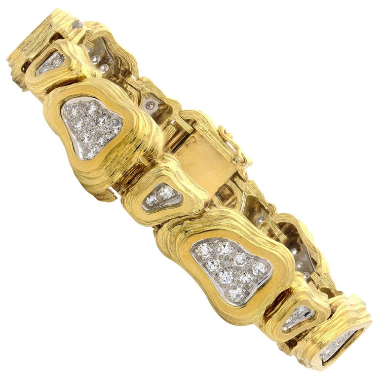 Crinnan Jewelry Pavé Diamond 18 Carat Yellow and White Gold  Link Bracelet For Sale