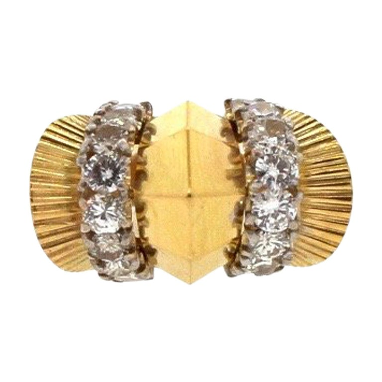 Modernist Retro 18 Karat Yellow Fluted Gold Bombe Ring