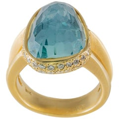 Modern Cabochon Faceted Aquamarine and Diamond Yellow Gold Ring