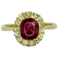 Vintage 18 Karat Yellow Gold Ladies Ring with Ruby and Diamonds, circa 1990s