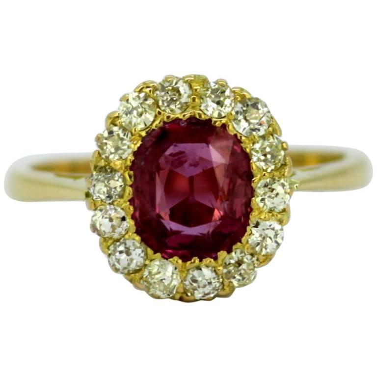 Vintage 18 Karat Yellow Gold Ladies Ring with Ruby and Diamonds, circa 1990s