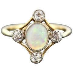 Vintage 18 Karat Yellow Gold Ladies Ring with Opal and Diamonds, circa 1970s