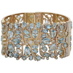 Vancox 1990s Impressive Aquamarine and Diamonds Floral Motif Gold Link Bracelet