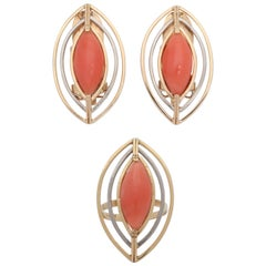 1960s Cool Wirework Setting Coral White and Yellow Gold Ring and Earrings Set