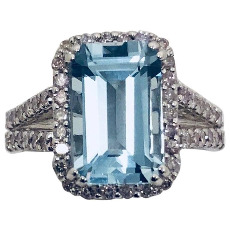 Aquamarine Diamond 18 Karat White Gold Ring For Sale