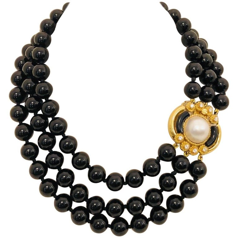 Outstanding Onyx, Pearl and Diamond 18 Karat Yellow Gold Necklace For Sale