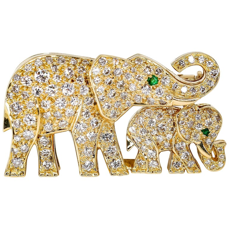 Cartier Diamond, Emerald and Yellow Gold Elephant Brooch For Sale
