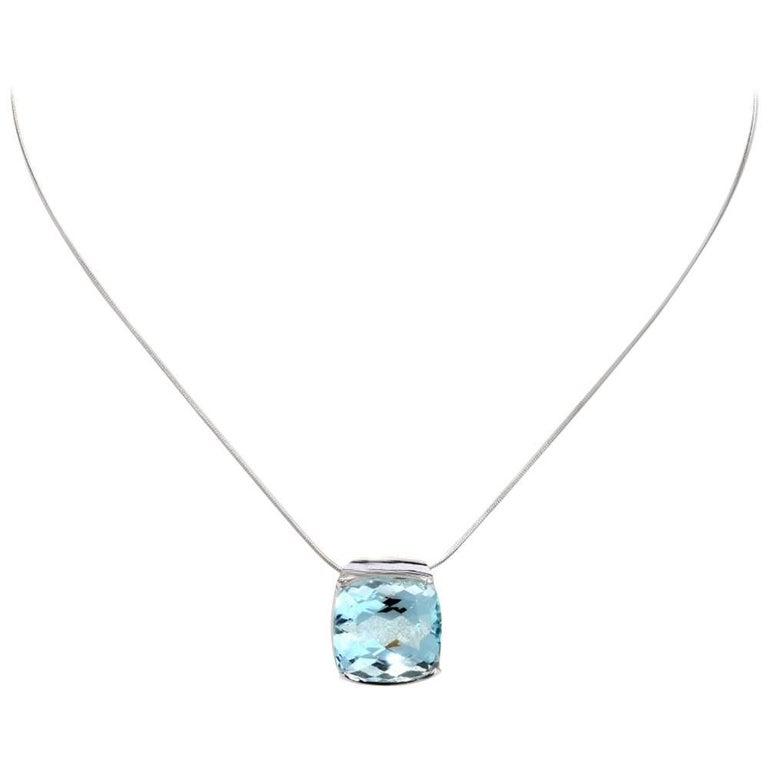 Modern 18.44 Carat Aquamarine Gold Snake Chain Pendant Necklace