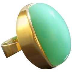 1970s Jade Green 48.5 Carat Chrysoprase Gold Cocktail Ring