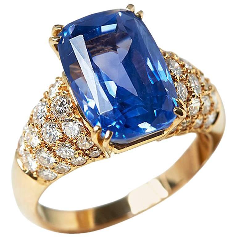 Van Cleef & Arpels 18 Karat Yellow Gold Certified Ceylon Sapphire Diamond Ring For Sale