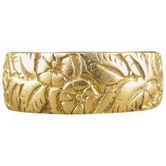 Victorian Floral Engraved Wedding Band in 18 Carat Gold